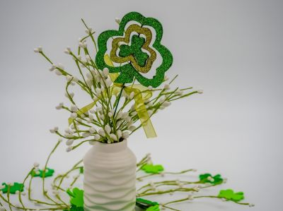 Decorate vases and tealights for St. Patrick's Day